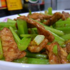 10分钟家常菜——芹菜熘肉片