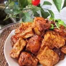 老豆腐焖五花肉的做法