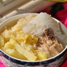 排骨土豆炖酸菜的做法