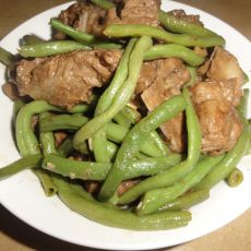 猪脊骨炖豆角的做法