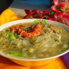 酸菜鲜虾粉条汤的做法