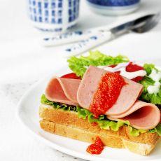 鱼籽酱火腿三明治