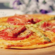 芦笋熏肠披萨