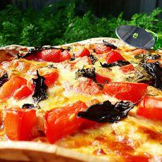 鸡肉番茄九层塔披萨