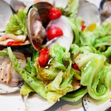 白葡萄酒蒸蛤蜊蔬菜