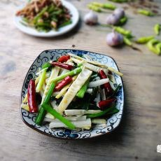 韭菜炒野笋的做法