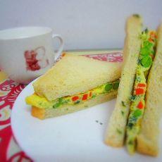 蔬菜蛋饼三明治