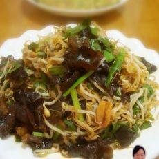 绿豆芽韭菜炒木耳的做法
