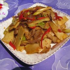 消灭米饭的绝好搭配-五花肉炒笋片