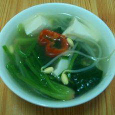 菠菜豆腐豆芽汤