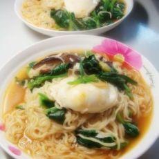 香菇菠菜鸡蛋面的做法