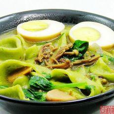 菠菜热汤面的做法