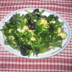 鸡蛋木耳炒菠菜