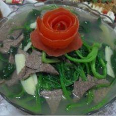 菠菜笋片猪肝汤