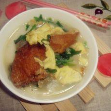 菠菜鸡蛋煲年糕的做法