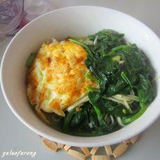 菠菜煎蛋面的做法