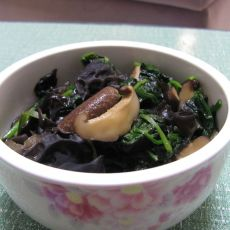 香菇木耳炒菠菜的做法
