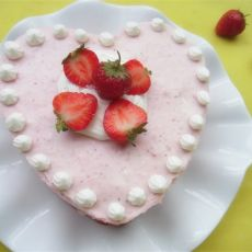 草莓慕斯蛋糕