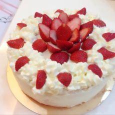 草莓裱花蛋糕