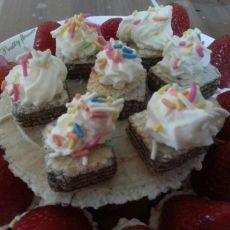 奶油草莓甜点