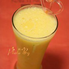 鲜榨苹果菠萝汁