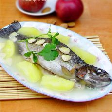 南北杏苹果金鳟鱼汤