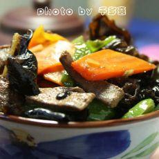 胡萝卜木耳炒猪肝