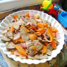 胡萝卜洋葱炒猪肝的做法