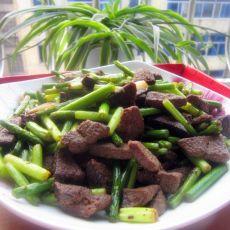 猪肝炒蒜苔