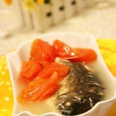 番茄滚鲫鱼汤