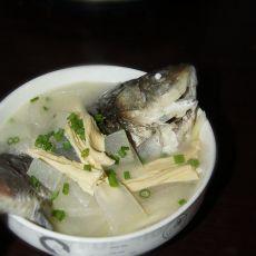 月子餐冬瓜腐竹鲫鱼汤