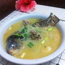 鲫鱼肉丸子萝卜丝汤