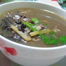黑豆鲫鱼汤的做法