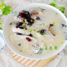 金针菇木耳鱼汤的做法