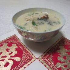 奶白鲫鱼金针菇汤