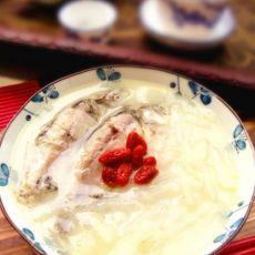 鲫鱼萝卜枸杞汤