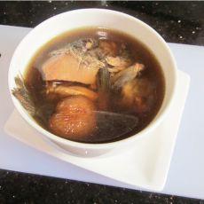 赤小豆绵茵陈煲鲫鱼的做法