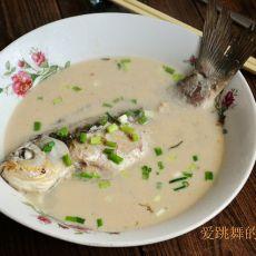 鲫鱼嵌肉炖汤