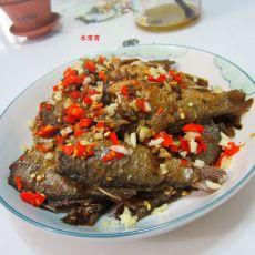 剁椒蒜米鲫鱼的做法