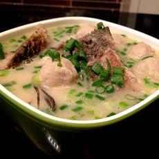 香浓肉丸鲫鱼汤的做法