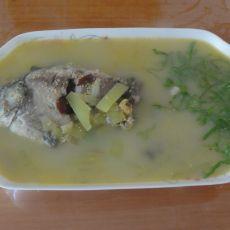 西瓜皮红枣鲫鱼汤的做法