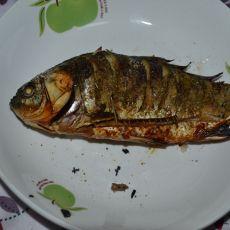 五香烤鲫鱼