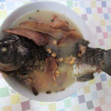 土伏苓意米鲫鱼汤