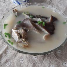 平菇鲫鱼汤