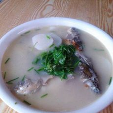 萝卜鲫鱼汤