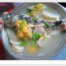 鱼水相依鲫鱼汤