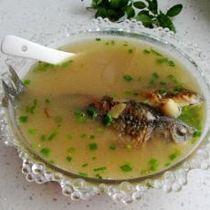 莲仁鲫鱼汤