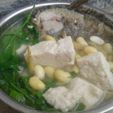 鲫鱼黄豆炖豆腐