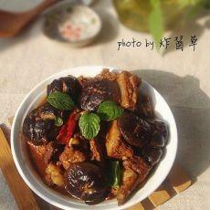 排骨焖香菇的做法
