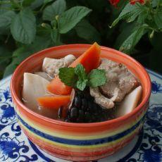 玉米胡萝卜莲藕炖排骨的做法
